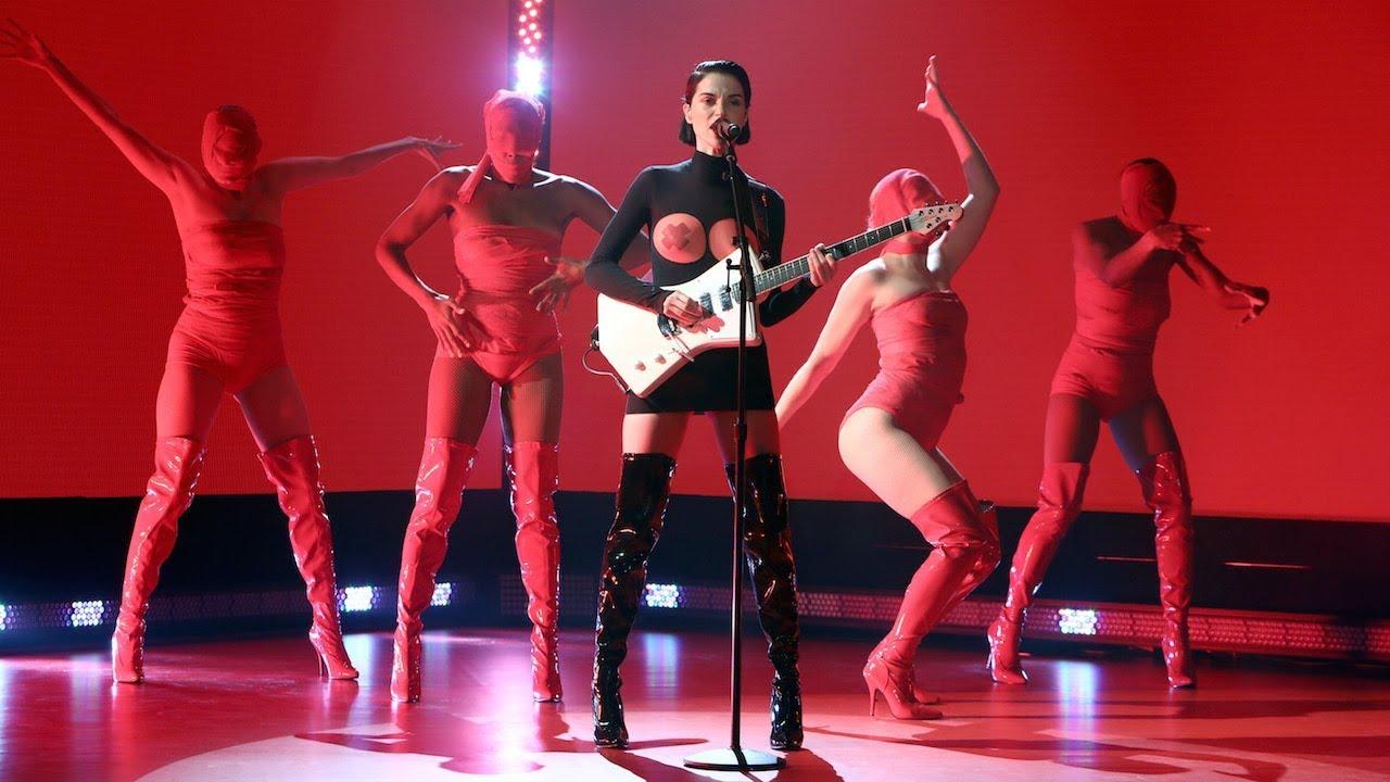 St. Vincent Performs 'Los Ageless'